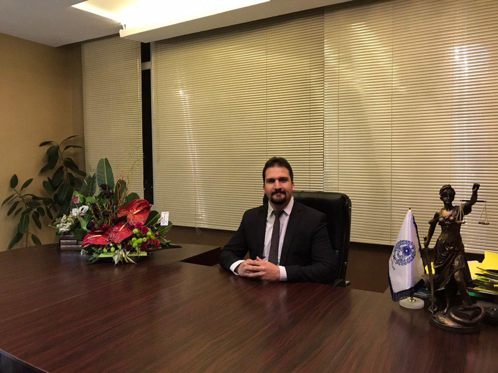 وکیل پایه یک دادگستری در مشهد - هاشم اندرزیان 09152055986